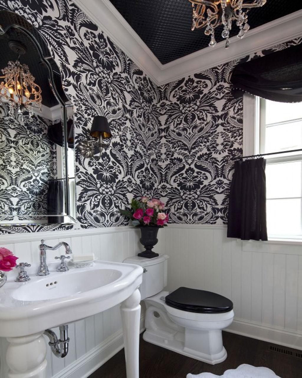 Traditional black and white bathroom -